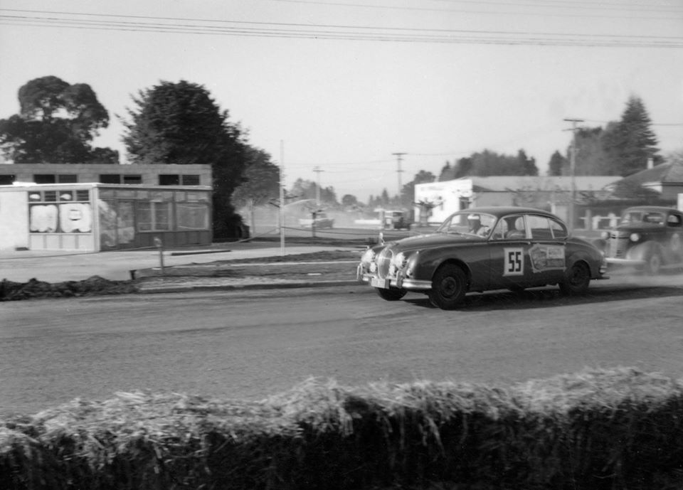 Name:  Motor Racing Matamata #38 1964 C Keehan Jaguar 3.8 Chev - Saloons corner Ross Cammick Scott-Give.jpg Views: 71 Size:  76.8 KB