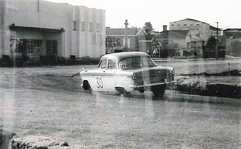 Name:  Matamata 1964 #47 1964 Ford Zephyr #30 Mk 2 Alan Boyle .jpg Views: 47 Size:  66.3 KB