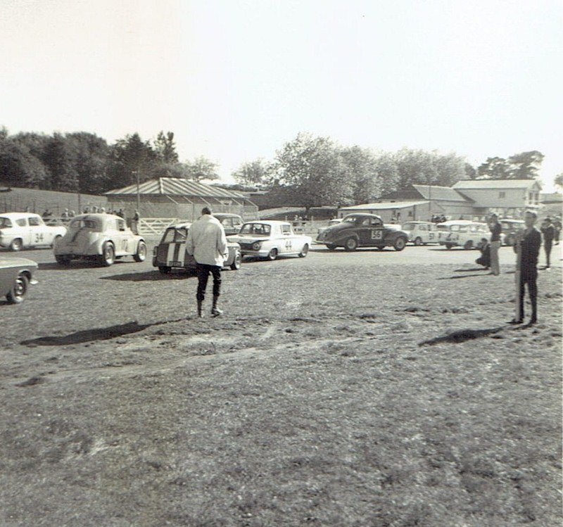 Name:  Pukekohe May 1966 #11, saloon car field, CCI11102015 (800x749).jpg Views: 4272 Size:  166.8 KB