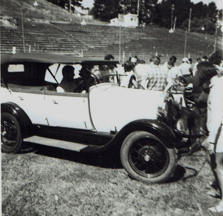 Name:  Vintage Rally 1968 Western Spings #4 Model A FordCCI19012016_0005 (750x726).jpg Views: 1791 Size:  158.7 KB