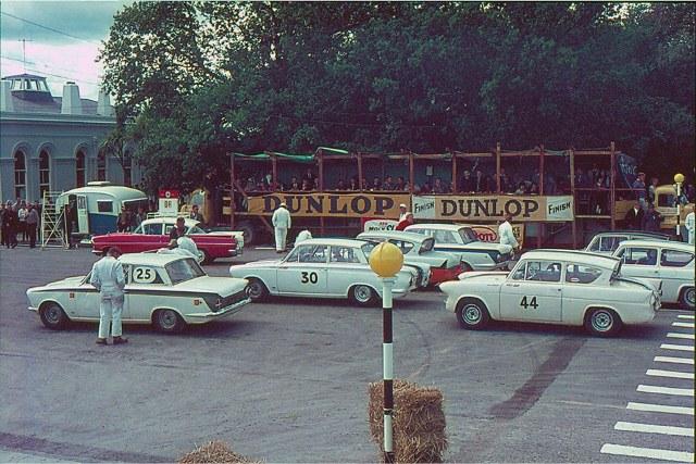 Name:  Motor Racing Waimate #21 B 1965 Saloon car field front Allan Dick  (640x427).jpg Views: 109 Size:  128.1 KB