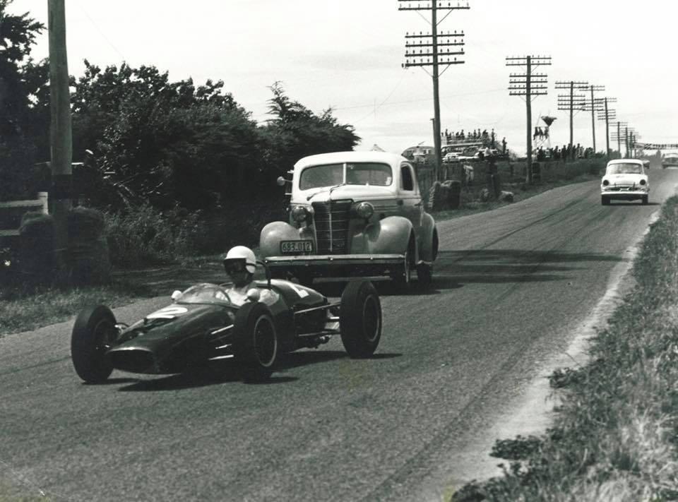Name:  Motor Racing Renwick #16 1963 practice A Buchanan Brabham P Gillem Chev Marwood Humber ..jpg Views: 90 Size:  81.7 KB