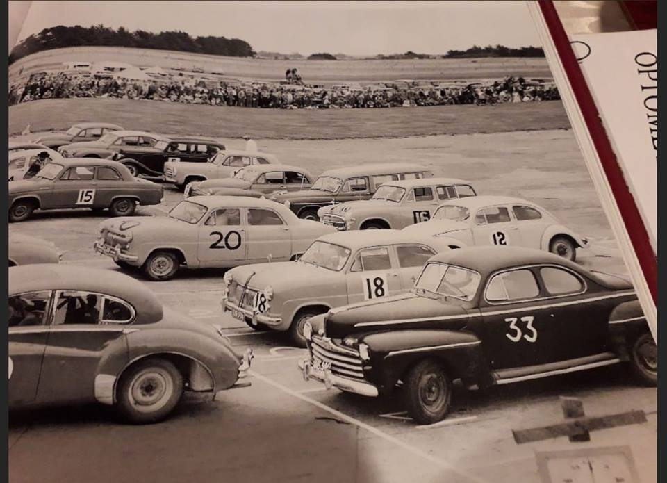 Name:  Motor racing Ohakea #3 1956 Saloon car race the grid S Myhre book .jpg Views: 303 Size:  84.8 KB