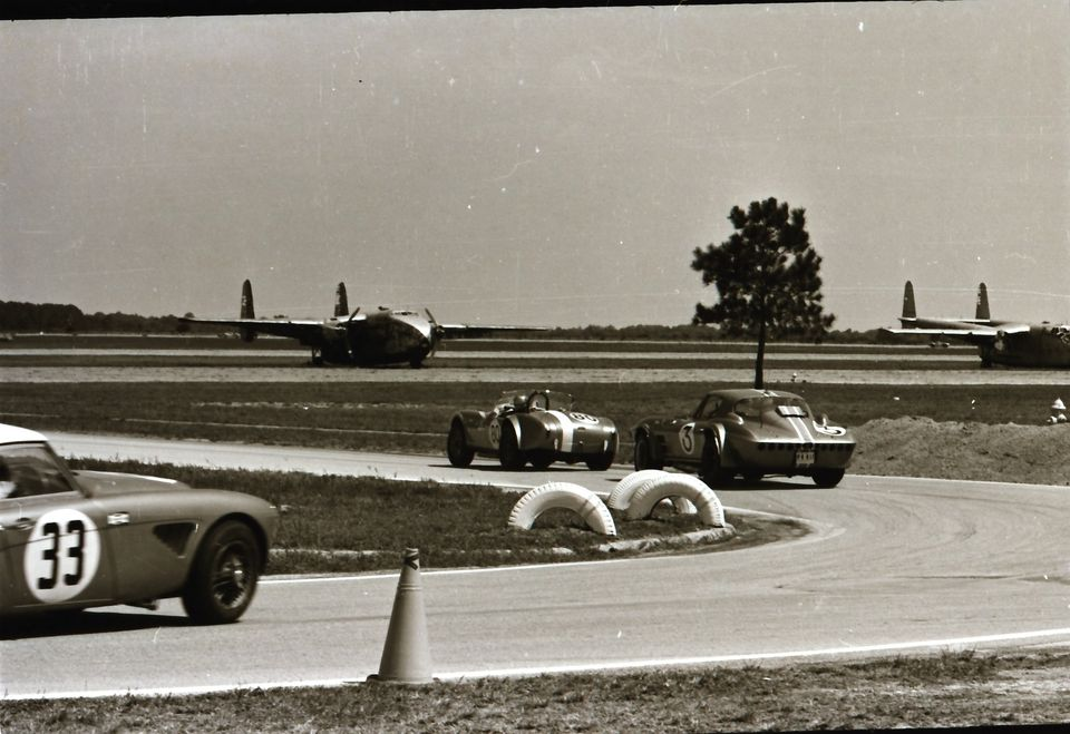 Name:  AH 3000 #362 Sebring 1964 Cars #33 and #34 . car #33 Corvette and Cobra K Stelk archives .jpg