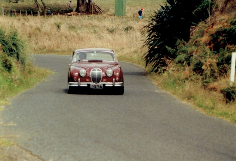 Name:  AHCCNZ Otaua Hill Climb 1985 - 88 #29 Mark 11 Jaguar  #1 CCI04122015 (780x531).jpg Views: 785 Size:  119.5 KB