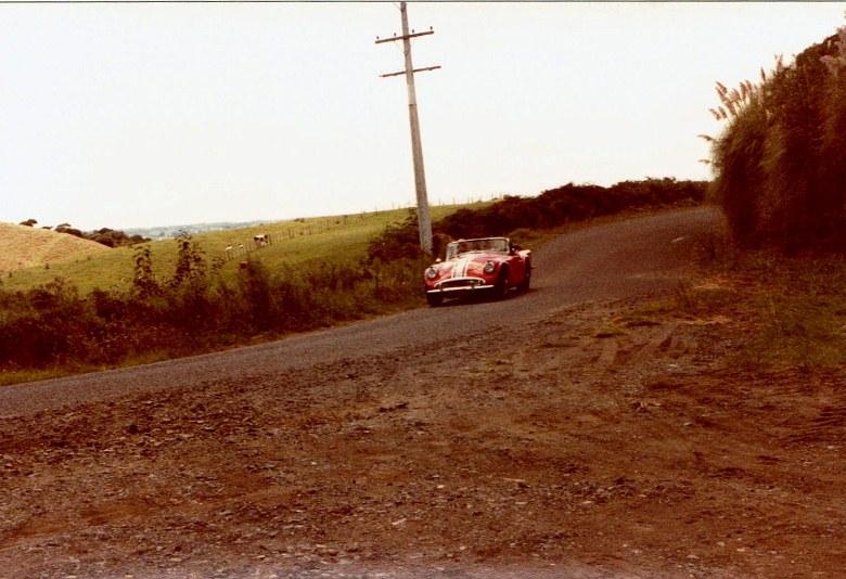 Name:  AHCCNZ Otaua Hill Climb 1985 #18 Daimler SP 250 red CCI30112015_0002 (780x534).jpg Views: 672 Size:  131.2 KB
