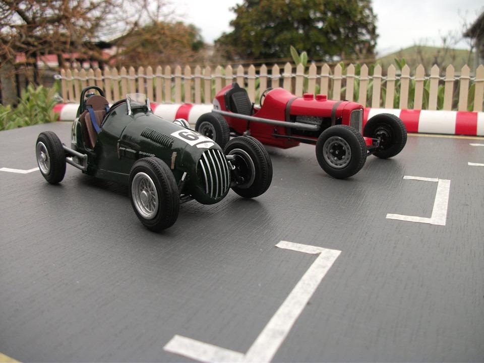 Name:  Jim Bennett Furi Cars #104 Furi 9 with Leversedge Special  1 Tony Lucas model 14  Lucas .jpg Views: 132 Size:  143.7 KB