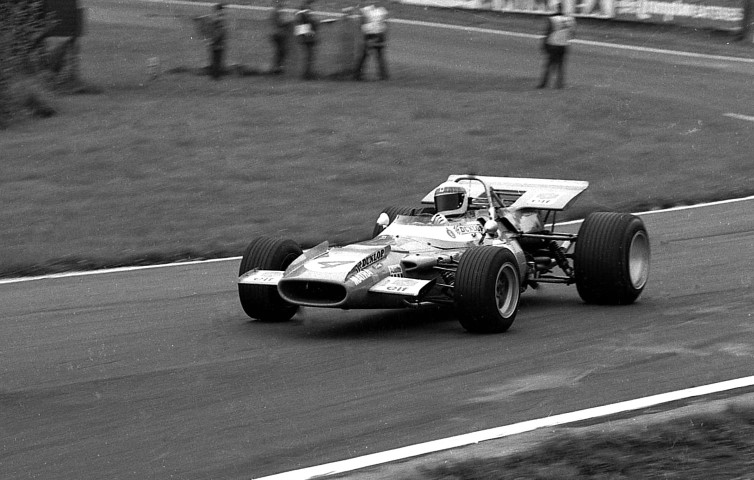 Name:  Jackie Stewart - Matra Cosworth - 1969 Oulton Park Gold Cup  (Small).jpg Views: 124 Size:  106.7 KB