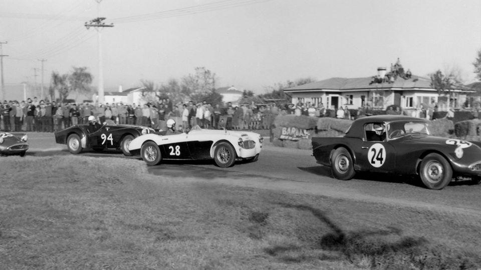 Name:  Motor Racing Matamata #45 1964 24 Steve Oxton 28 Pat McLoughlin 3000 94 M Lucas 25 Trevor Sheffi.jpg Views: 108 Size:  69.3 KB