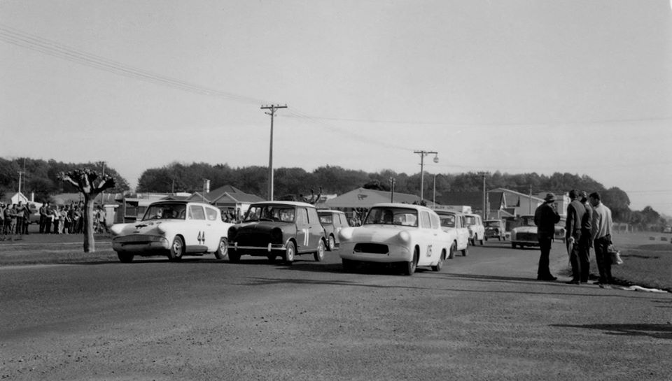 Name:  Motor Racing Matamata #31 1964 Saloons the start Ross Cammick Scott-Given archives .jpg Views: 172 Size:  62.9 KB