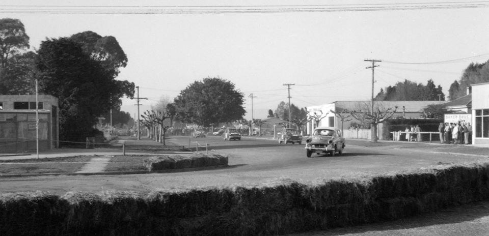 Name:  Motor Racing Matamata #37 1964 Humber 80 Fiat Anglia Mini Cleaver Motors corner Ross Cammick Sco.jpg Views: 163 Size:  59.3 KB