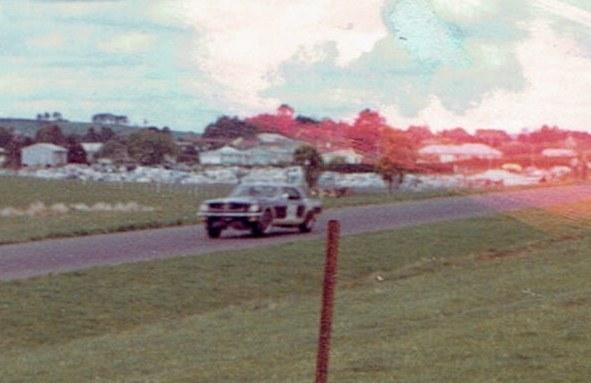 Name:  Pukekohe 1965 #6 Gold Leaf 3 hour Fleetwood Mustang #2, v2, CCI12102015 (2) (591x383).jpg Views: 95 Size:  67.1 KB
