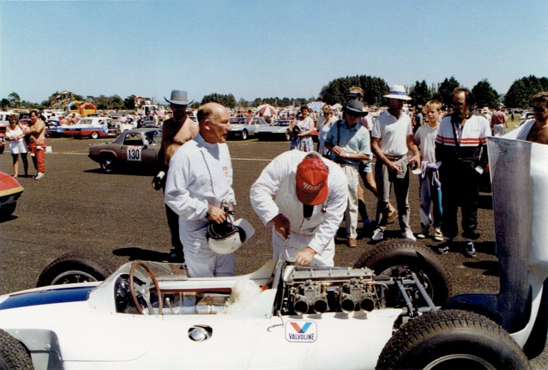 Name:  Ardmore Reunion 1989 #16 Stirling Moss - Lowline Cooper CCI16072015 (800x540).jpg Views: 79 Size:  149.4 KB