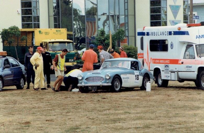 Name:  Telecom Motorfest 1994 Chris White Healey 3000 Incident at roundabout CCI27112015 (780x508).jpg Views: 992 Size:  144.9 KB
