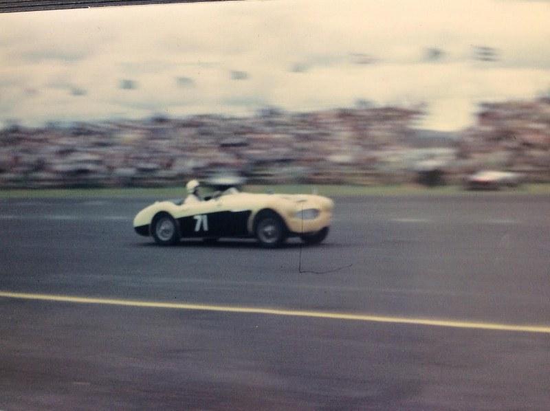 Name:  AH 3000 #243 Ruddspeed Race #71 Ardmore 1962 P McLoughlin Myles Hicks  (800x598).jpg Views: 207 Size:  94.3 KB