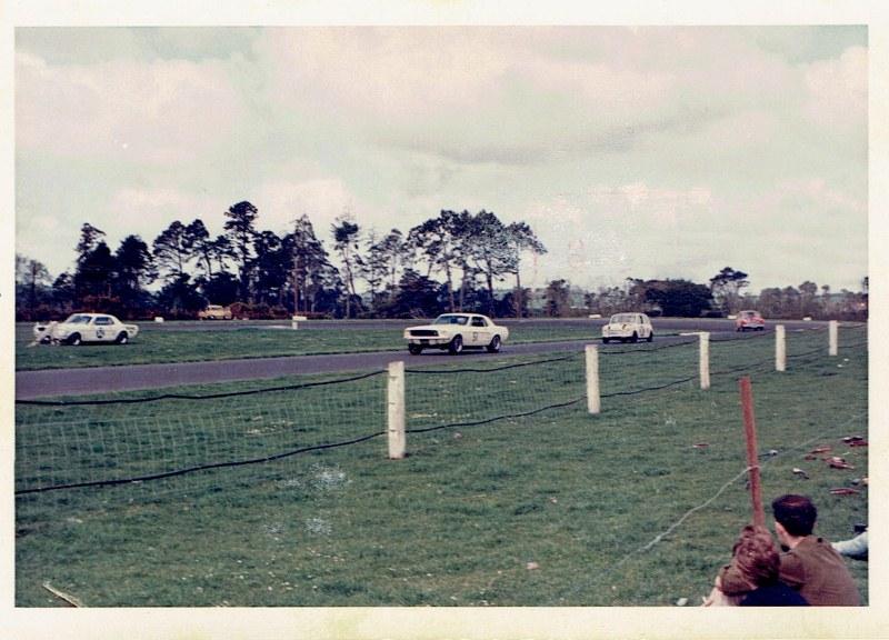 Name:  Pukekohe 1967 Gold Leaf 3 Hour Wills 6 Hour #1, CCI12102015 (800x576).jpg Views: 3833 Size:  137.3 KB