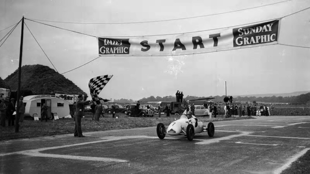 Name:  Stirling Moss. Goodwood. 1948.jpg Views: 659 Size:  143.4 KB