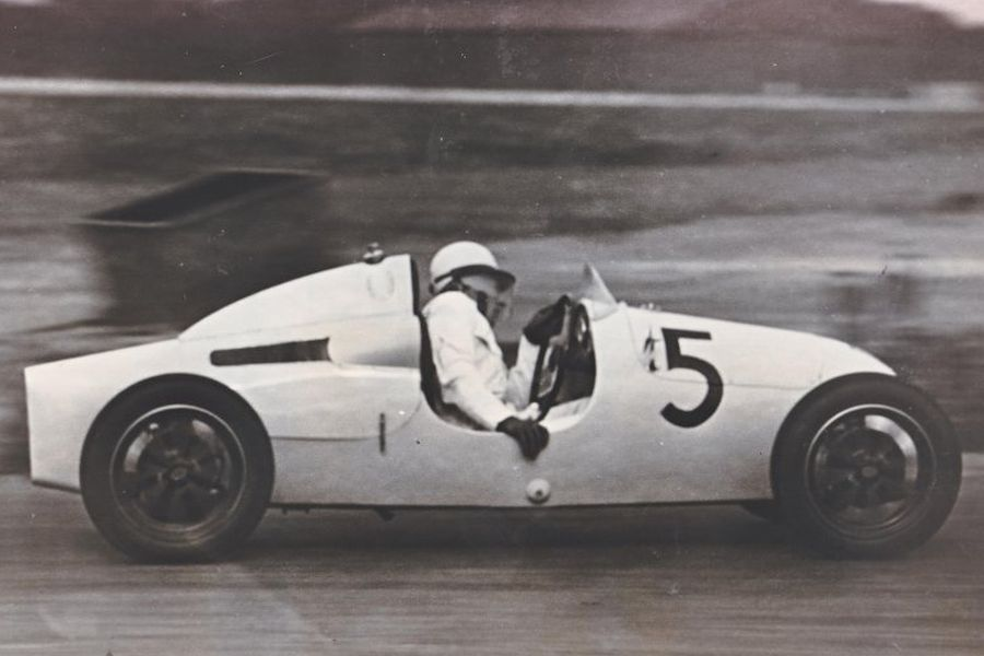 Name:  StirlingMoss-1948.jpg Views: 630 Size:  53.2 KB