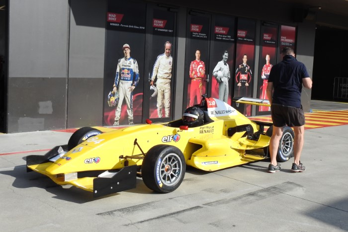 Name:  220_0126_004 Renault.JPG Views: 150 Size:  100.5 KB