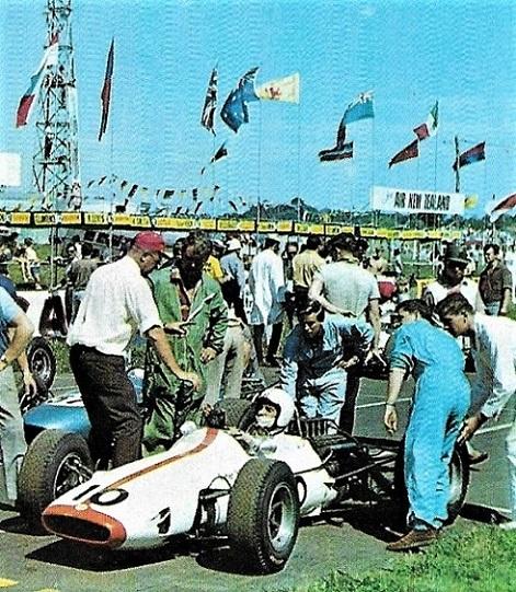 Name:  1968 NZGP start..jpg Views: 231 Size:  186.0 KB