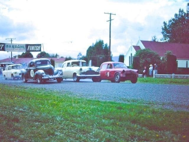 Name:  Matamata 1964 #020 1964 Willys - Dawson Zephyr - Coppins Humber  front row Bruce Dyer archives.jpg Views: 64 Size:  87.9 KB