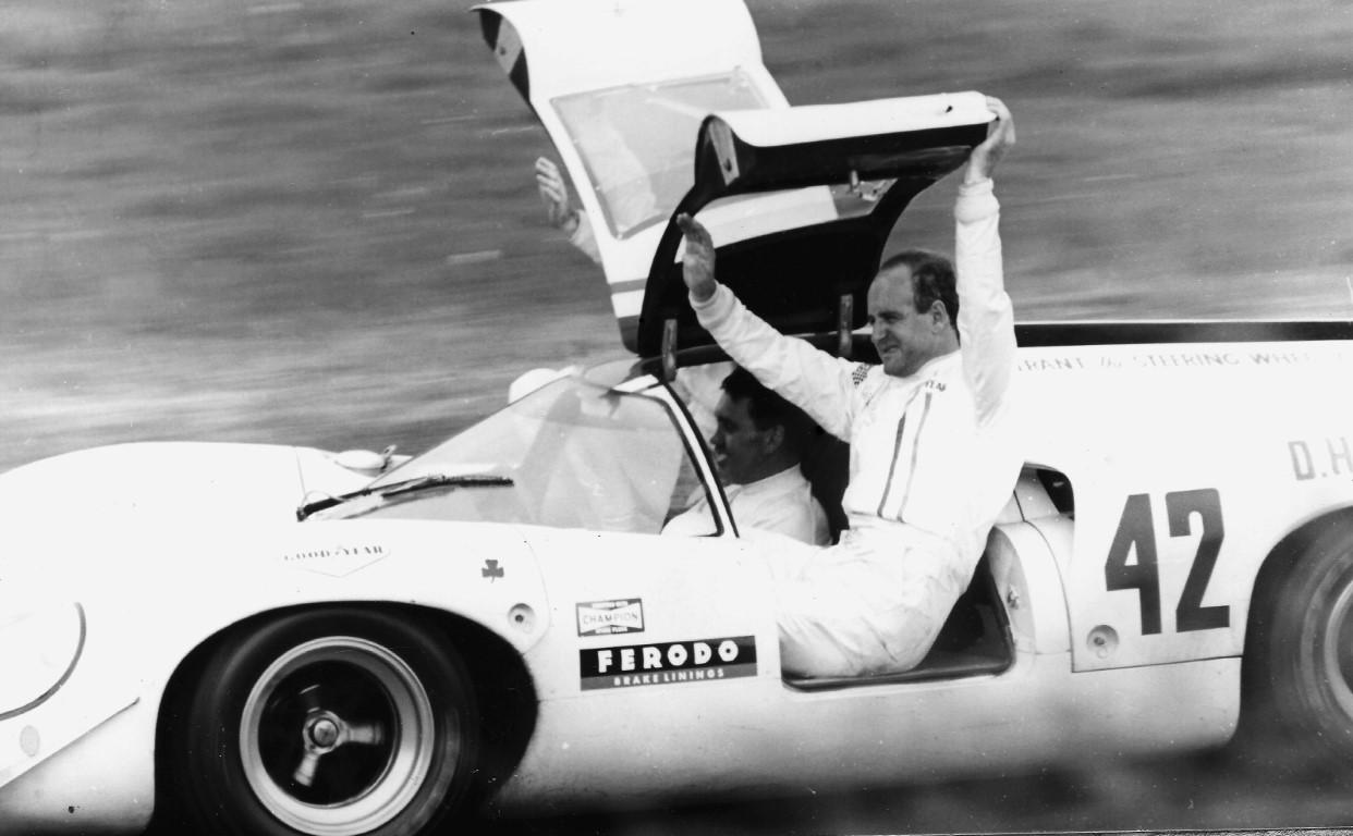 Name:  Denny Hulme Lola T70 1968 Tourist Trophy_01 (Medium).JPG Views: 29 Size:  156.9 KB