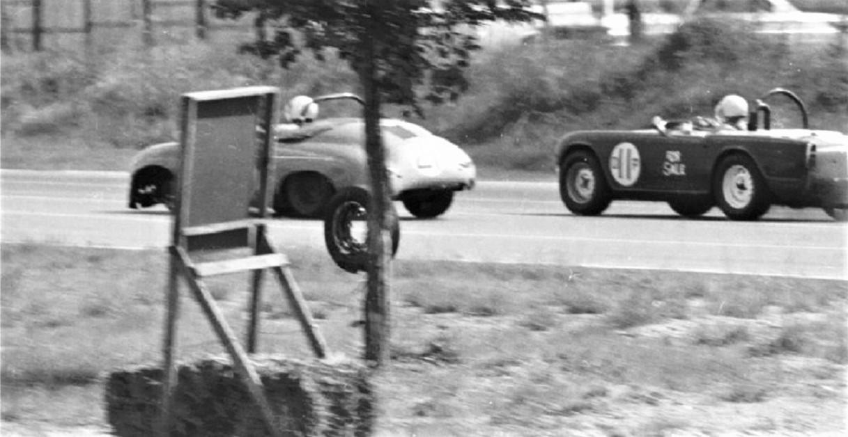Name:  2 PORSCHE ON STRAIGHT LOSES WHEEL GVR JUNE 1967.jpg Views: 38 Size:  173.7 KB
