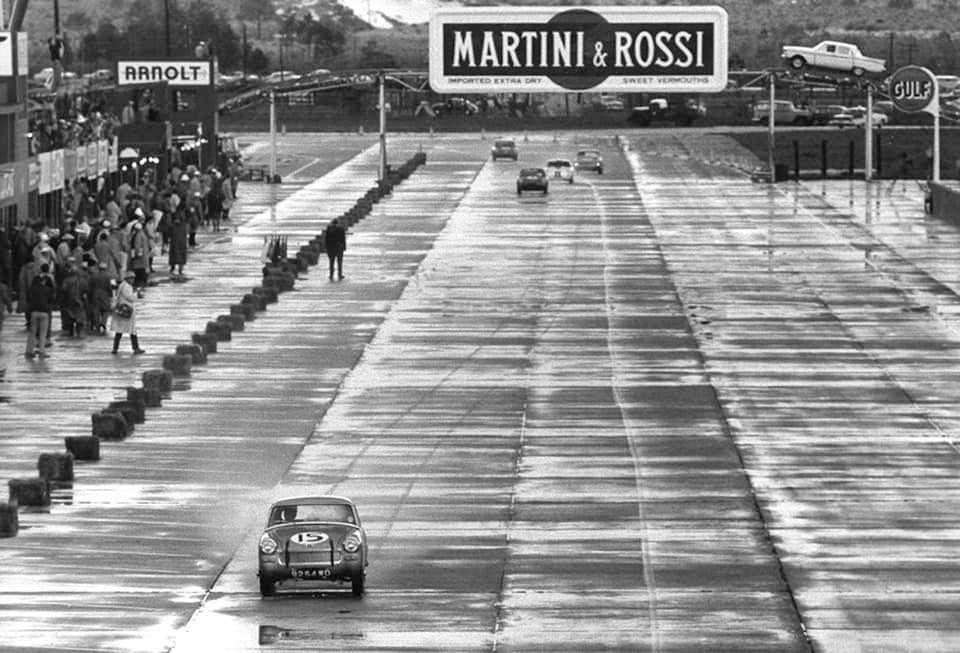 Name:  AH Sprite #67 Sebring 1962 Moss in the lead Car #15 J Whitehouse Bird archives .jpg Views: 114 Size:  94.0 KB