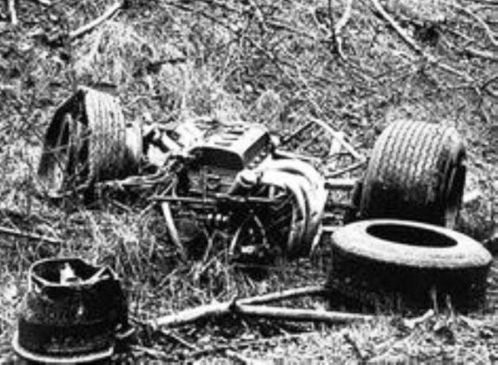 Name:  Clark's Lotus after 1968 crash.# 2jpg.jpg Views: 858 Size:  81.3 KB