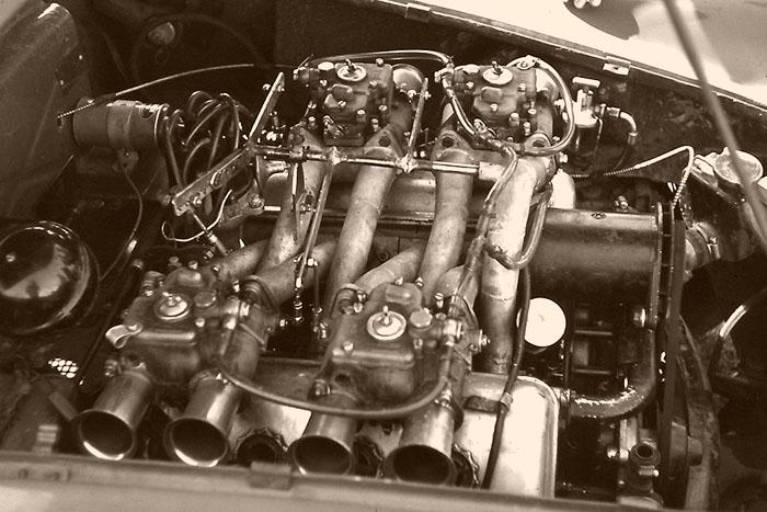 Name:  Daimler SP250 (Max).jpg Views: 2659 Size:  95.6 KB
