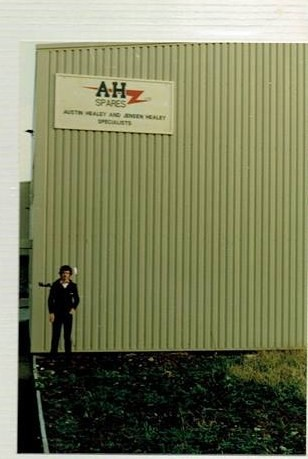 Name:  AH Spares #13 Fred Drapers AH Spares 1982 Roger Dowding standing photo by Pete Dicks R Dowding .jpg