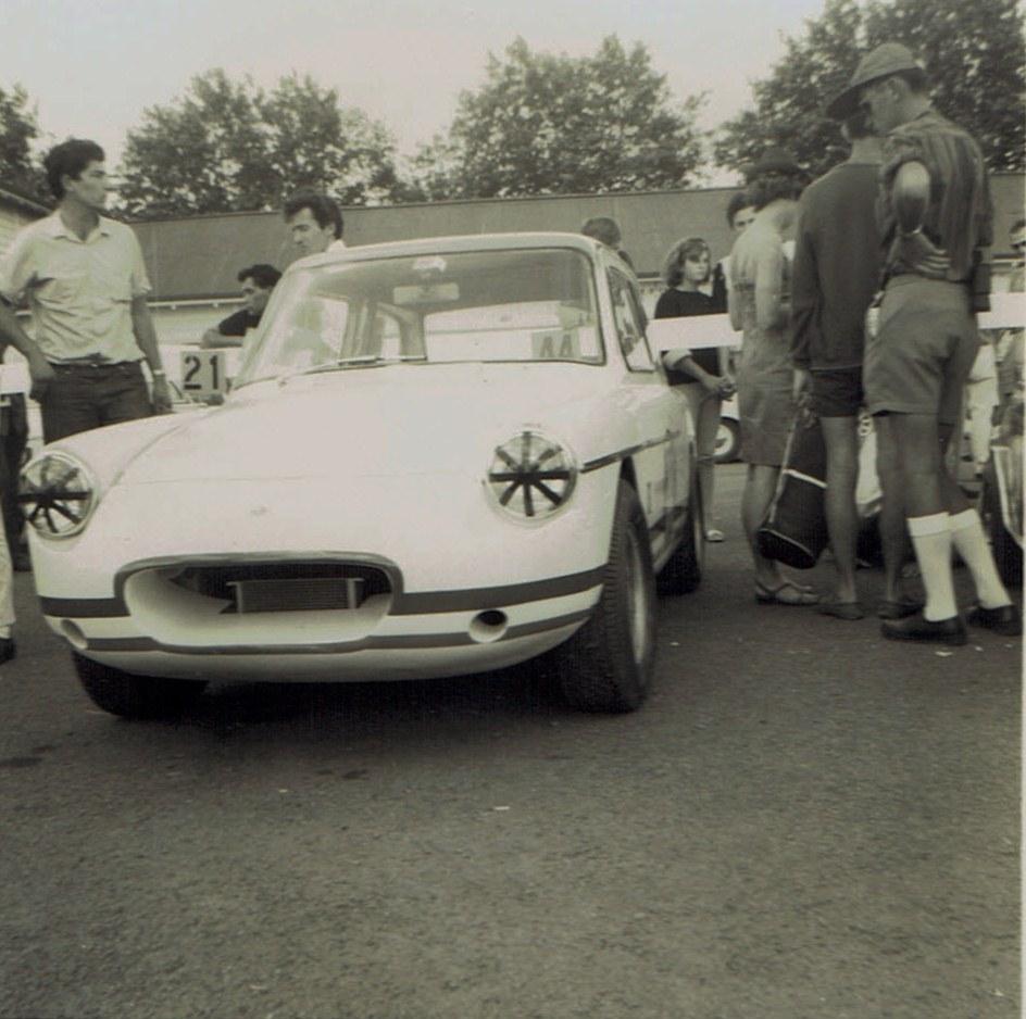 Name:  Pukekohe Jan 1968 GP #14 Lotus Ford Farina Ron Rutherford v2, CCI17102015_0001 (2).jpg Views: 1557 Size:  171.9 KB