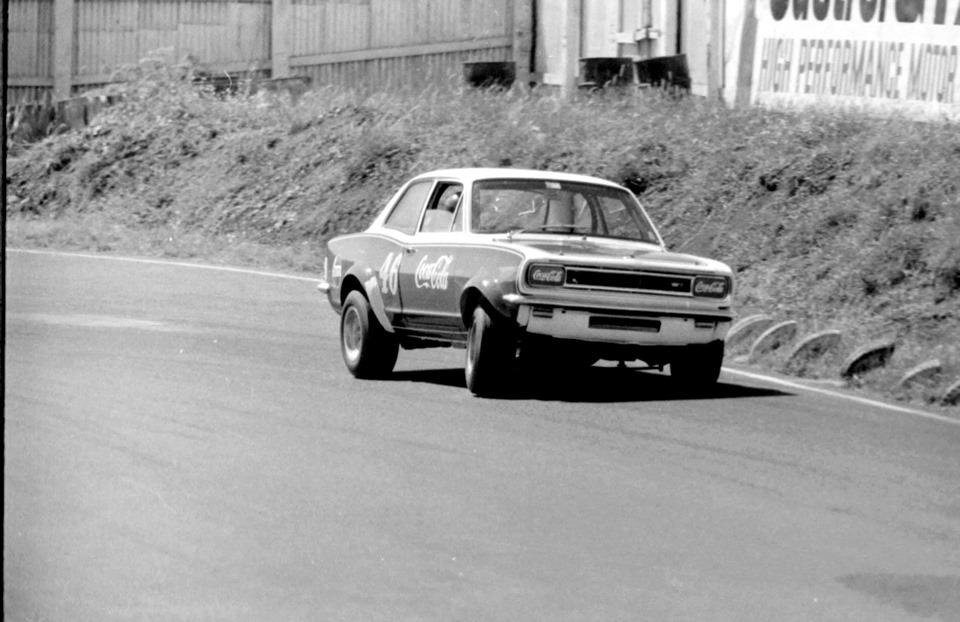 Name:  Pukekohe 1971 #32 Alan Boyle Viva GP meeting Graeme Lindsay .jpg Views: 221 Size:  127.6 KB