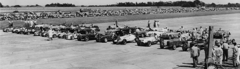 Name:  Motor Racing Ohakea #8 1955 Sports and Specials Trophy Race Start .Jim Bennett archives .jpg
