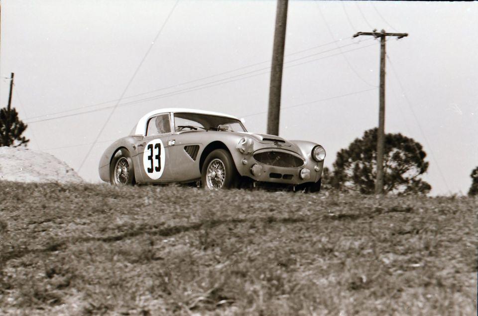 Name:  AH 3000 #360 Sebring 1964 Cars #33 and #34 . car #33 K Stelk archives .jpg Views: 121 Size:  75.1 KB