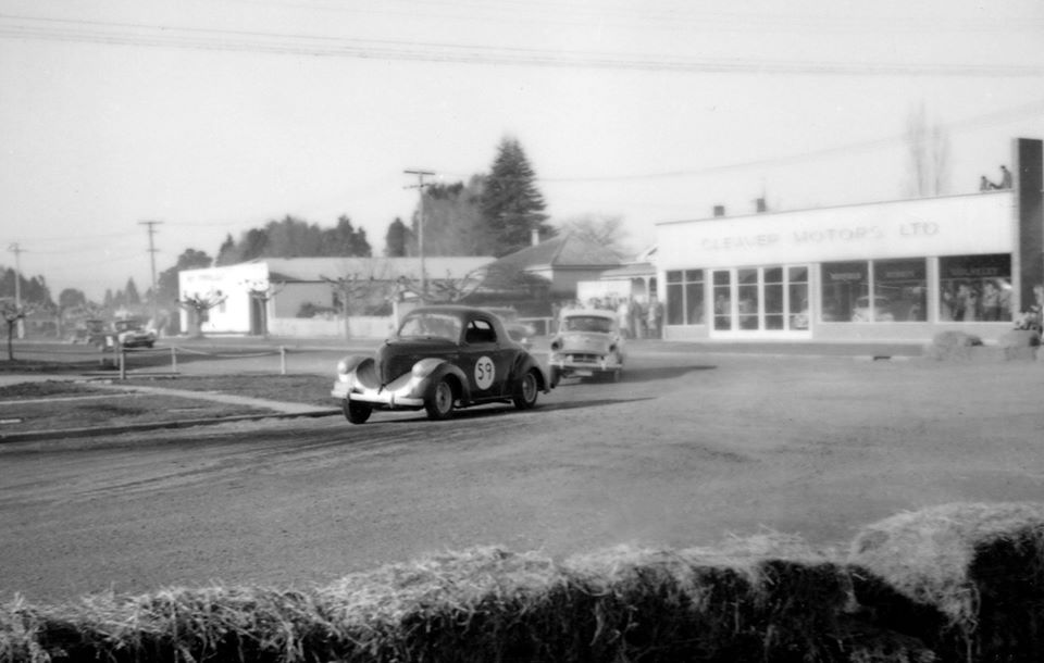 Name:  Motor Racing Matamata #43 1964 Willys Hillman other corner A Boyle in building - Ross Cammick Sc.jpg Views: 89 Size:  62.7 KB