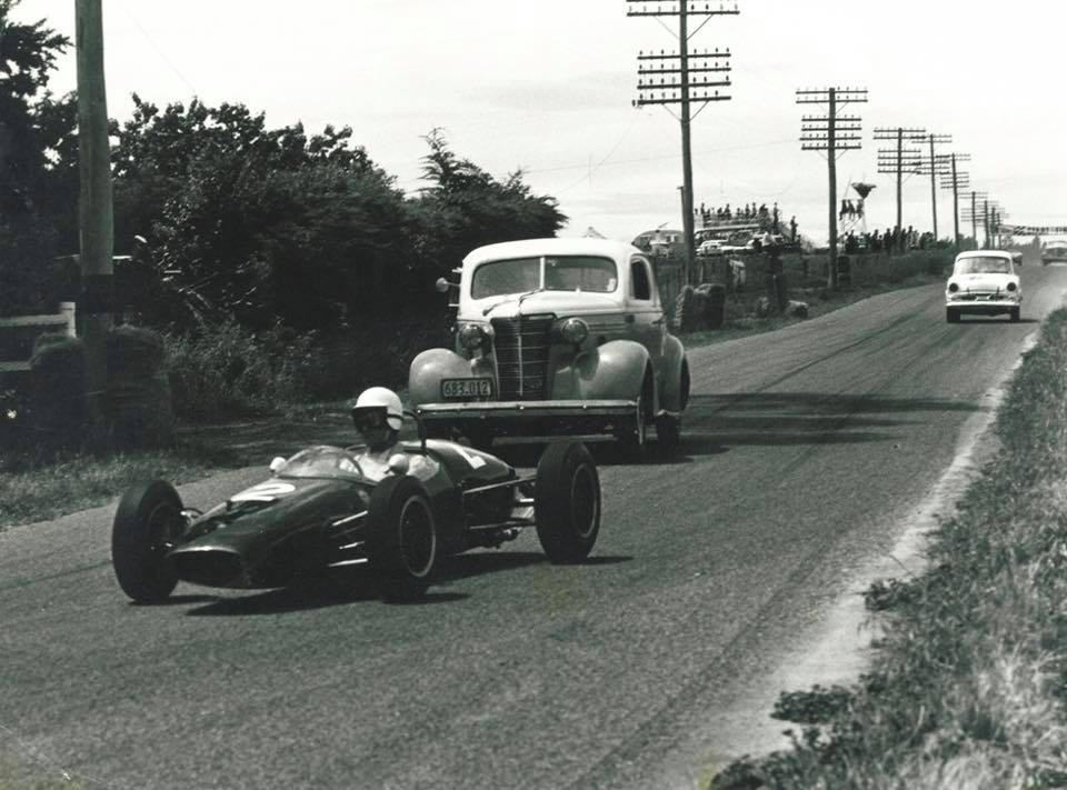Name:  Motor Racing Renwick #16 1963 practice A Buchanan Brabham P Gillem Chev Marwood Humber ..jpg Views: 186 Size:  81.7 KB