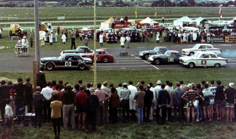 Name:  AH Pukekohe 1965 Healey-at-Wills-Gold-leaf-C P Bruin #1, Ross Cammick (2) (800x472).jpg Views: 149 Size:  144.5 KB