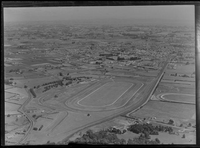 Name:  pukekohe 1970.jpg Views: 1752 Size:  49.6 KB