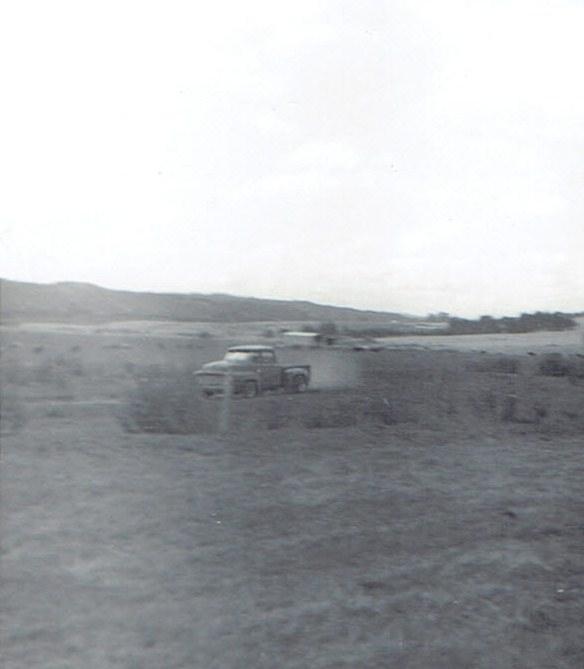 Name:  Ford F100 early 1971 Croydon Thompson #2, Riverhead Grasstrack v3, CCI18102015 (2) (584x669).jpg Views: 427 Size:  63.0 KB