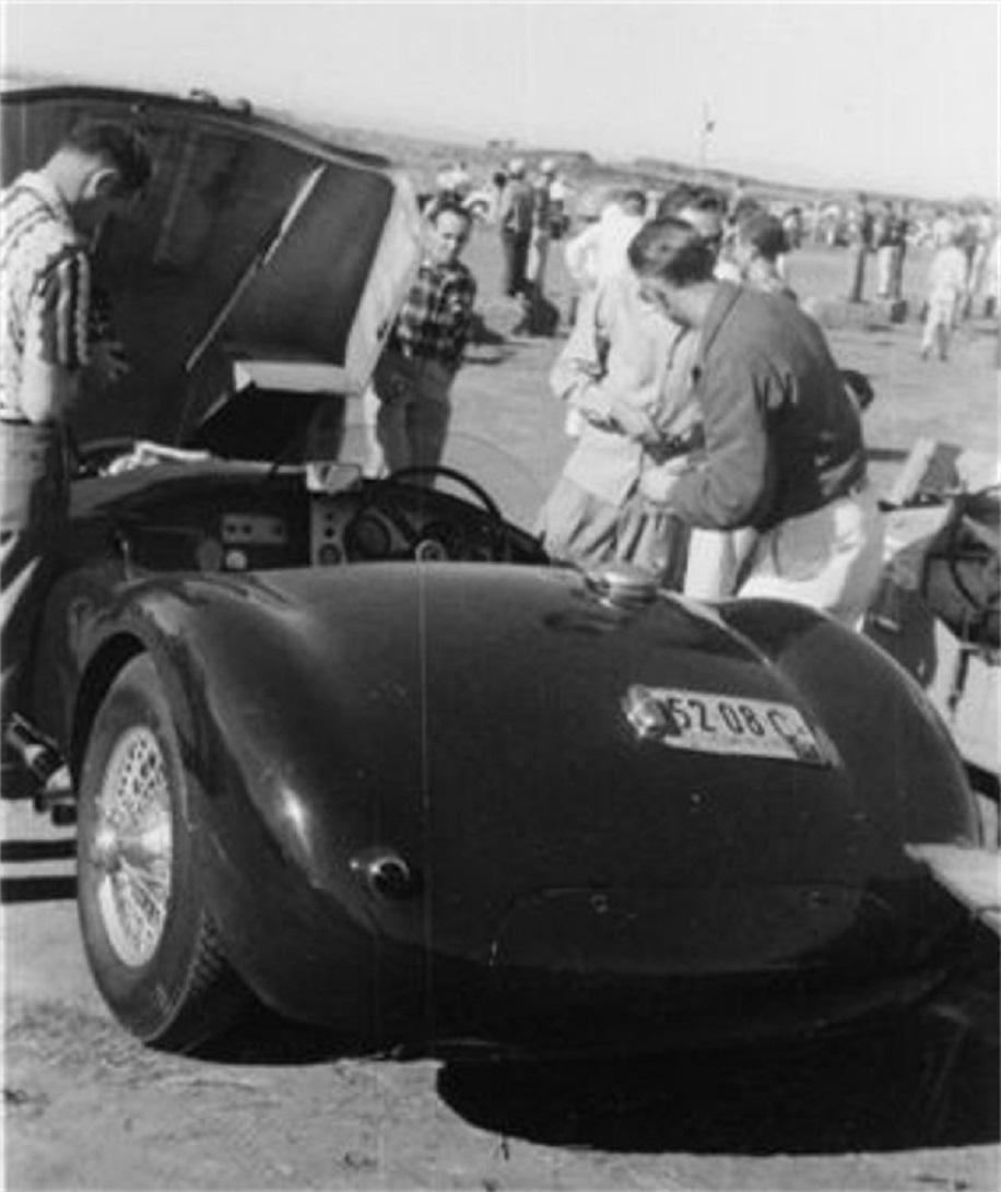 Name:  P Hill and mechanic changing plugs 002 Torrey Pines 1952 reg.jpg Views: 113 Size:  161.0 KB