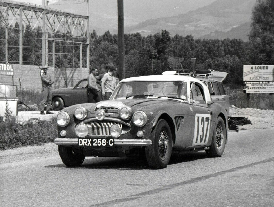 Name:  AH 3000 #451 DRX258C Coupe des Alpes 1965 Morley Brothers .jpg Views: 79 Size:  166.7 KB