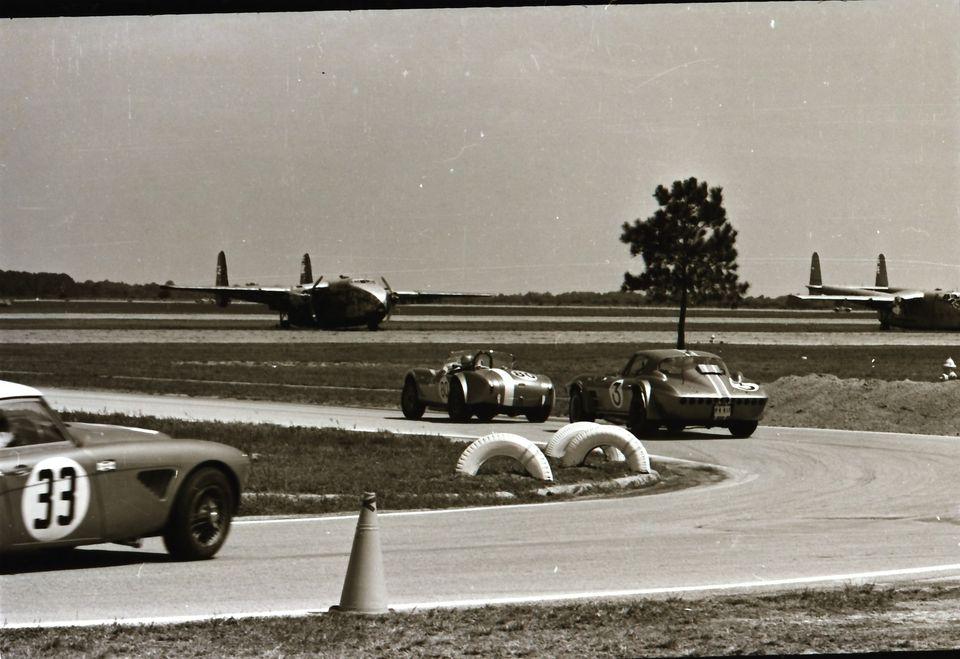 Name:  AH 3000 #362 Sebring 1964 Cars #33 and #34 . car #33 Corvette and Cobra K Stelk archives .jpg Views: 115 Size:  91.3 KB