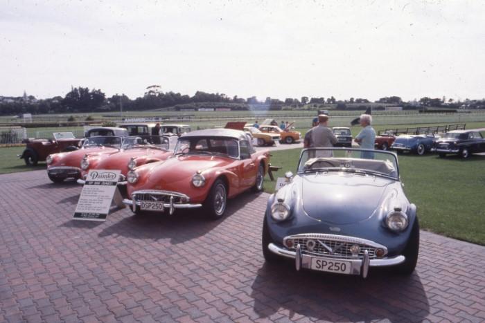 Name:  191_0210_895 Daimler.jpg Views: 411 Size:  87.5 KB