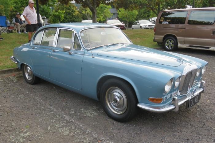 Name:  219_0127_01 Daimler.JPG Views: 385 Size:  120.2 KB