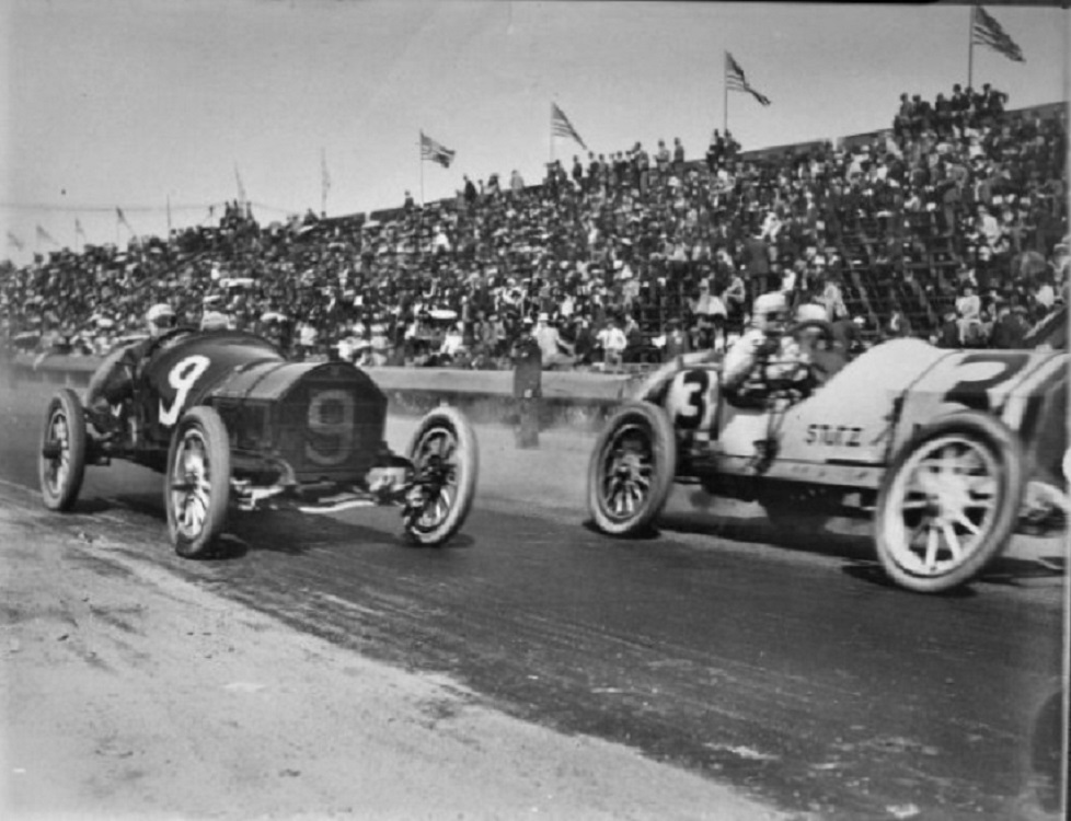 Name:  1914 Two cars and crowd..jpg Views: 130 Size:  185.5 KB
