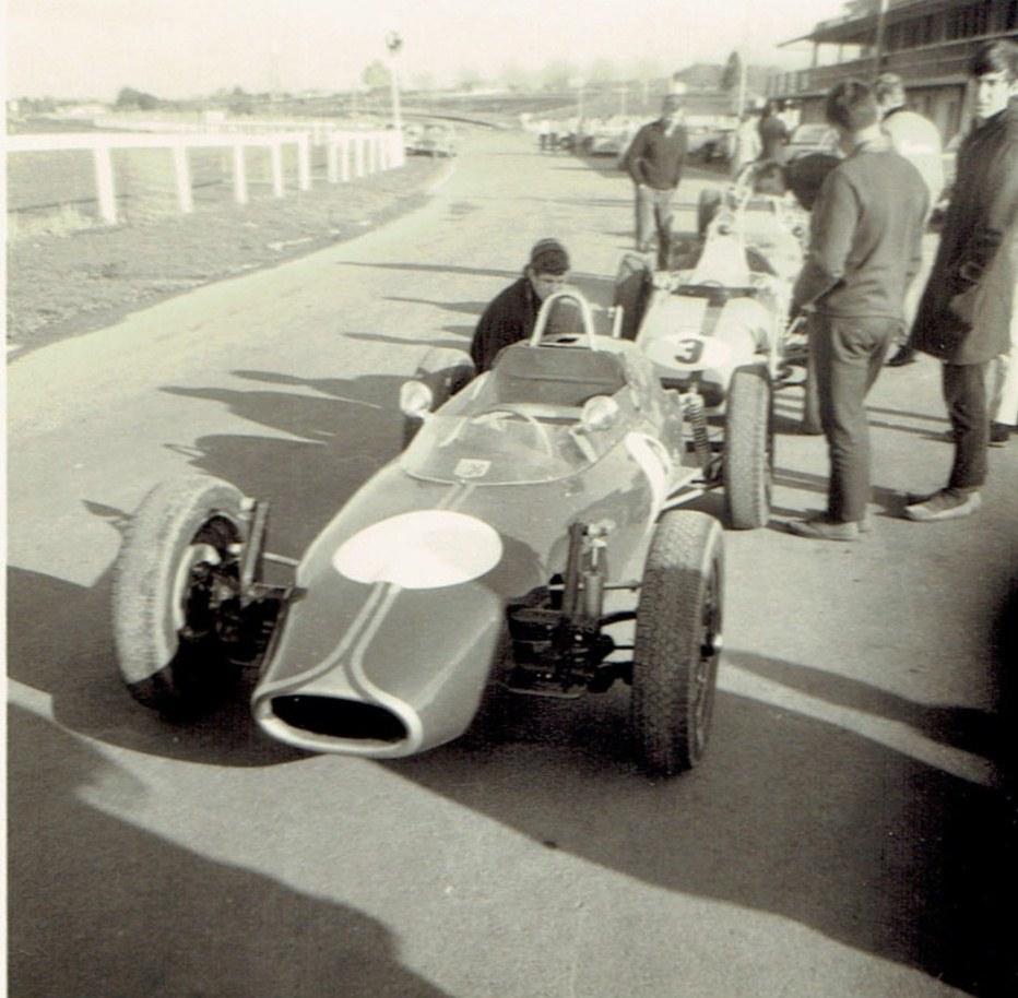 Name:  Pukekohe 1968 Club Circuit meeting 67-68 single seaters dummy grid. CCI30082015 (3).jpg Views: 62 Size:  171.3 KB