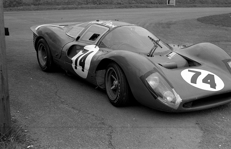 Name:  David Pipers Ferrari 412 P - 1968 Oulton Park 1 hour.jpg Views: 176 Size:  131.2 KB