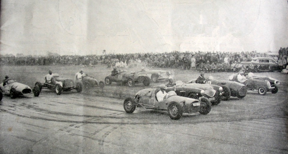 Name:  Cars Haig #4 NZ Championship Beach Race 1956, Karaki, Pines Beach. Driver Vic Blackburn. John Mc.jpg Views: 523 Size:  135.5 KB