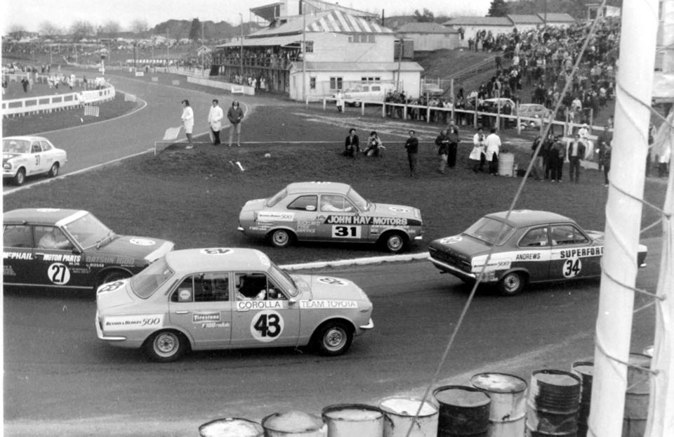 Name:  Pukekohe 1970 #12 B and H small cars Elbow 2 Graeme Lindsay .jpg Views: 79 Size:  146.6 KB